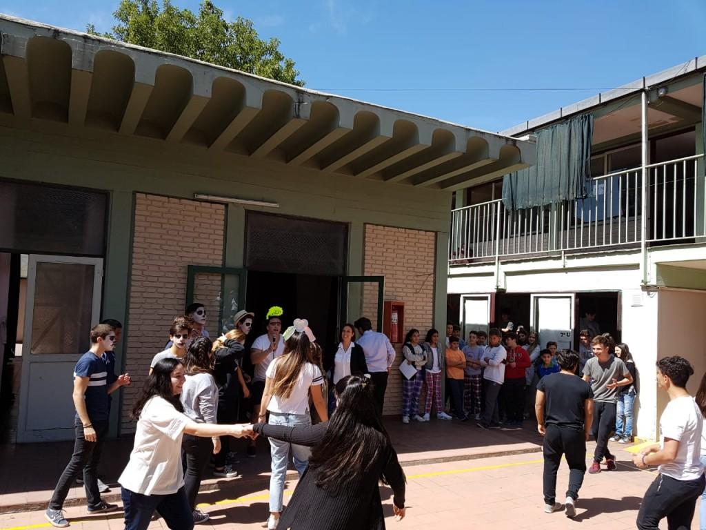 Festejo d a del estudiante en secundaria escuela italiana for Diseno curricular de jardin maternal